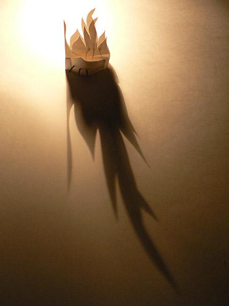 Pequeña llama con clavos. 2009